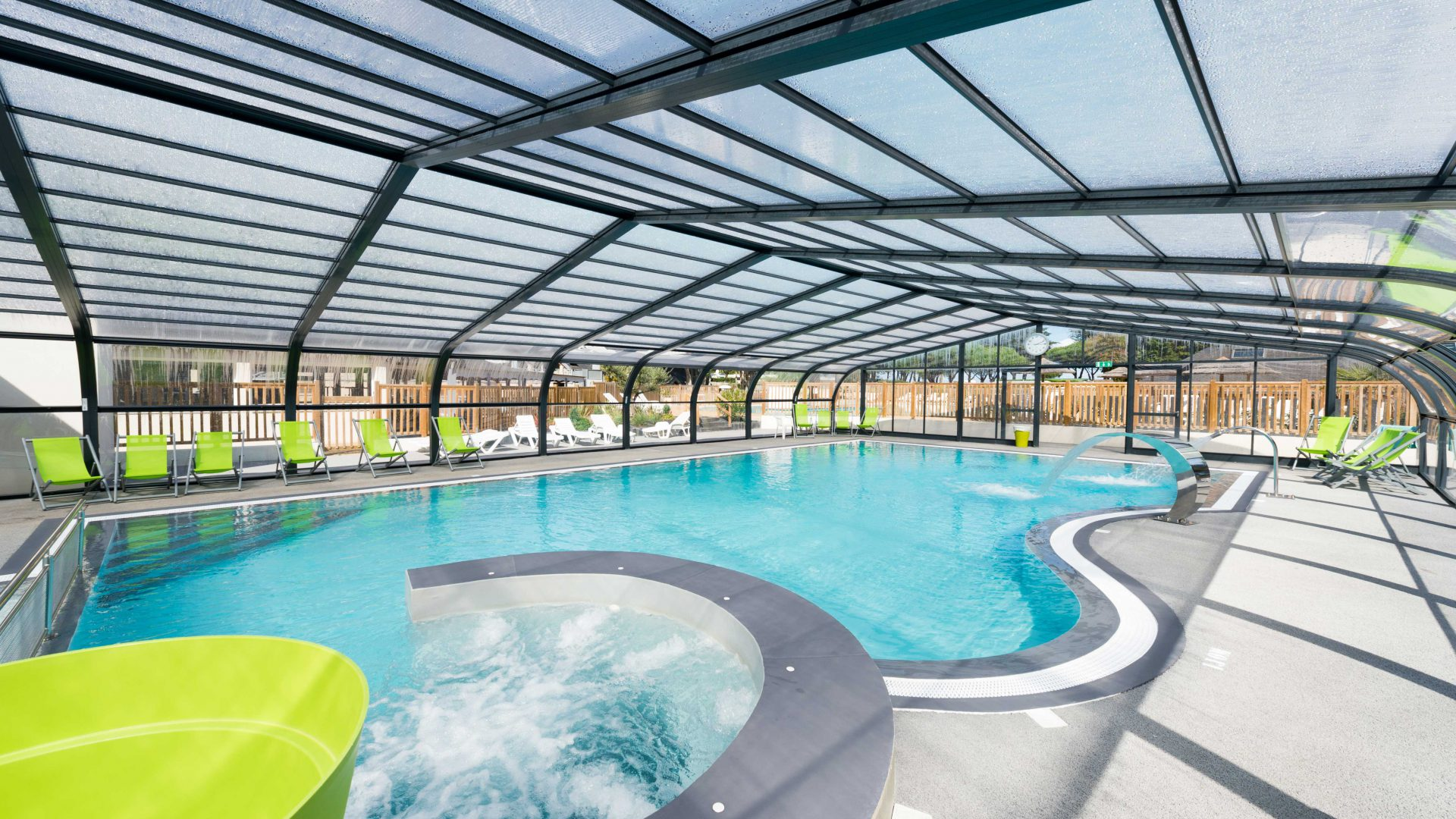 Constructeur de piscines collectives en vend e pool and co for Constructeur piscine 17