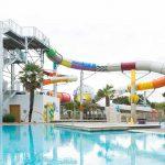 piscine avec toboggans aquatiques