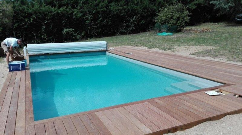 piscine moderne près de Beaulieu sous la Roche