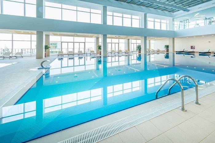 spécialiste piscine à débordement
