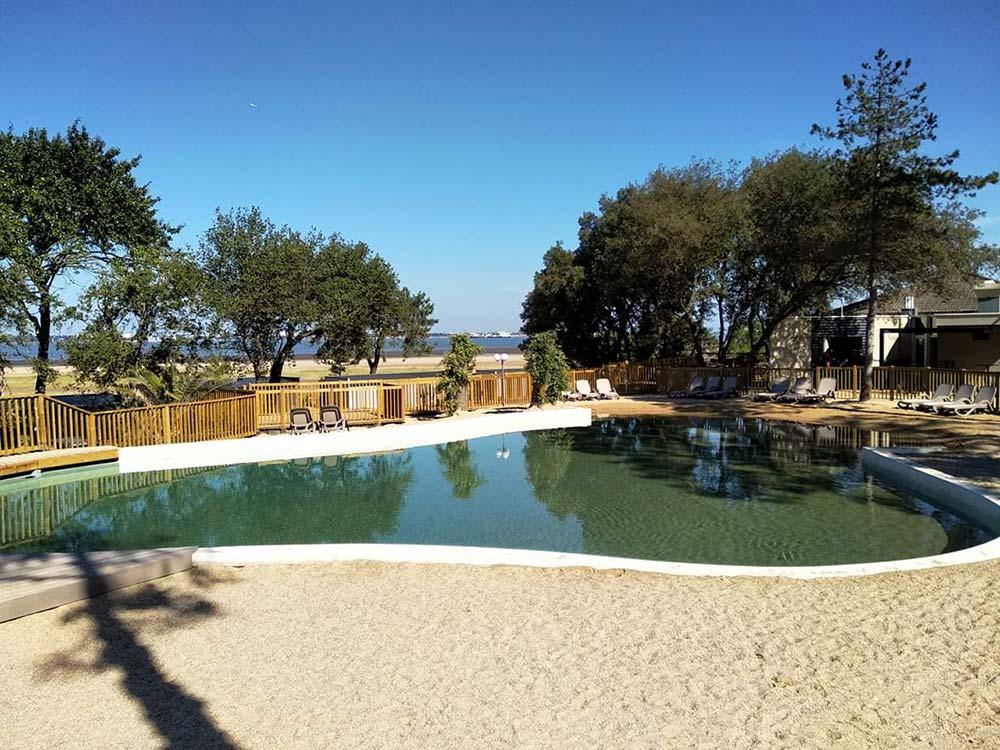 piscine à fond de sables 4