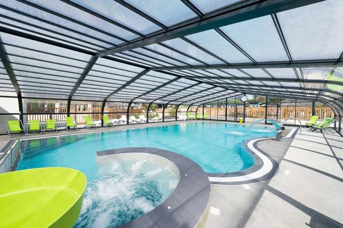 constructeur piscine couverte Nantes