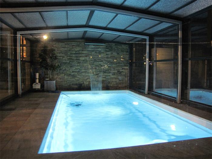 constructeur piscine intérieure Nantes